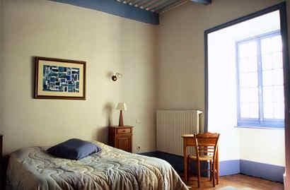 chateau-de-liviers-lyas-chambre-bleue.jp