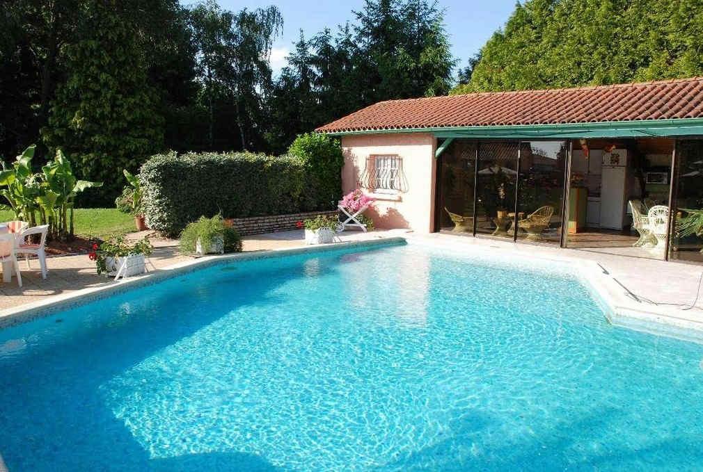 restaurant-des-dombes-01-piscine.jpg