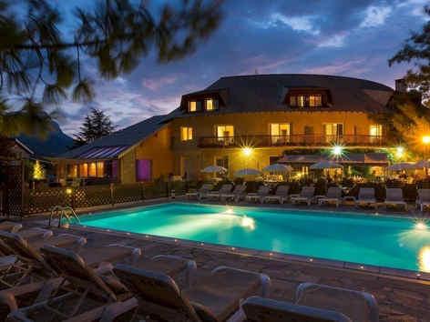 les-bartavelles-hotel-et-spa-piscine_405