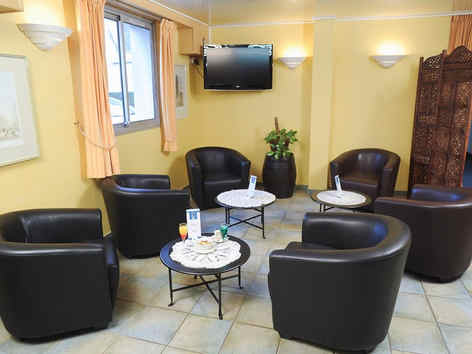 hotel-hexagone-02-chateau-thierry-hall.j