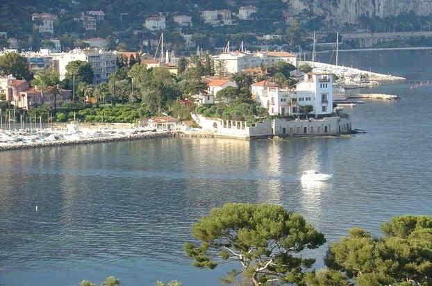 villa-grecque-kerylos-vue-exterieure-1.j