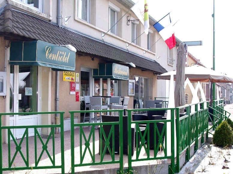 centrotel-et-spa-montmarault-facade_8803