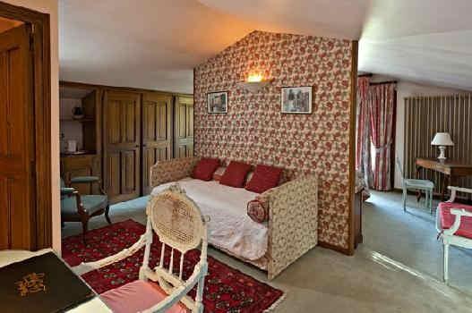 hostellerie-la-fuste-terrasse-salon.jpg