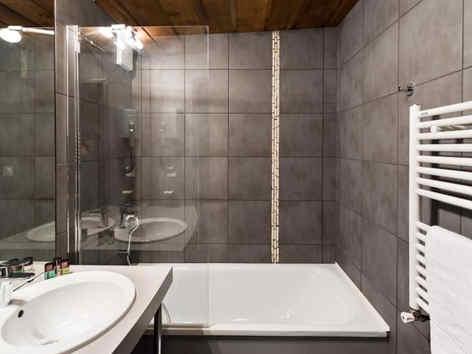 marmotel-pra-loup-salle-de-bain.jpg