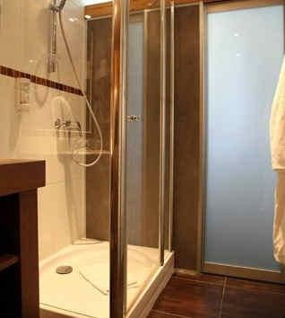 hotel-les-peupliers-embrun-salle-de-bain