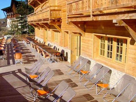 montana-chalet-hotel-le-sauze-terrasse.j