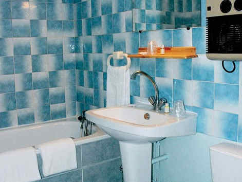 hotel-fleuritel-chambre-salle-de-bain.jp