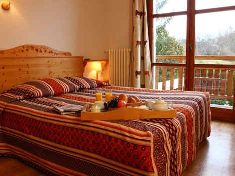 hotel-les-peupliers-embrun-chambre.jpg