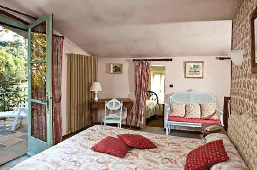 hostellerie-la-fuste-chambre.jpg