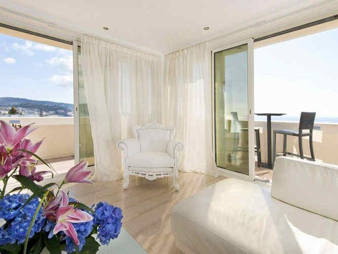 hotel-west-end-nice-suite-vue-sur-mer_27