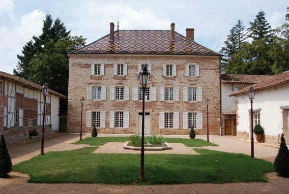 chateau-de-luponnas-facade.jpg