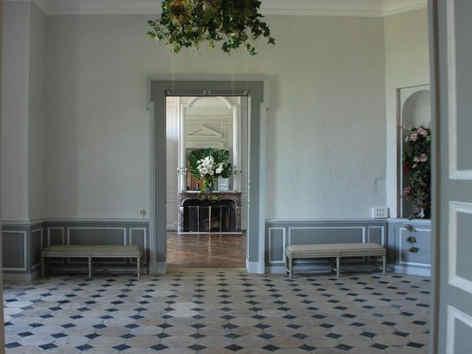 chateau-de-montgobert-hall.jpg