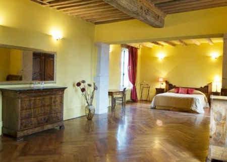 chateau-de-luponnas-chambre-jaune.jpg