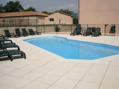 les-chataigniers-privas-piscine_1614.jpg