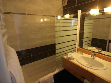 hotel-le-lac-embrun-salle-de-bain_e-02.j