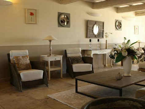 bastide-saint-georges-forcalquier-salon.