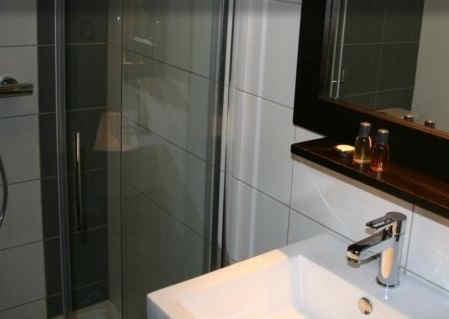 ax-hotel-chorges-salle-de-bain.jpg