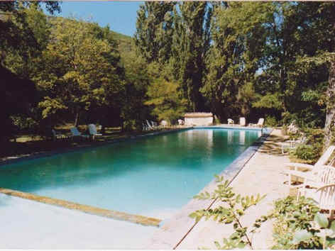 le-moulin-du-jabron-piscine.jpg