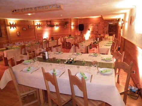 ferme-de-l-izouard-arvieux-salle-banquet