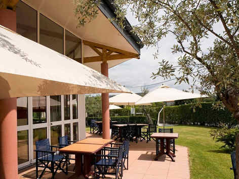 ibis-aubenas-terrasse_5429.jpg