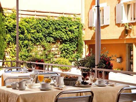 hotel-azalee-tournon-sur-rhone-terrasse_