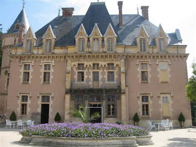 chateau-d-urbilhac-lamastre-facade-2.jpg
