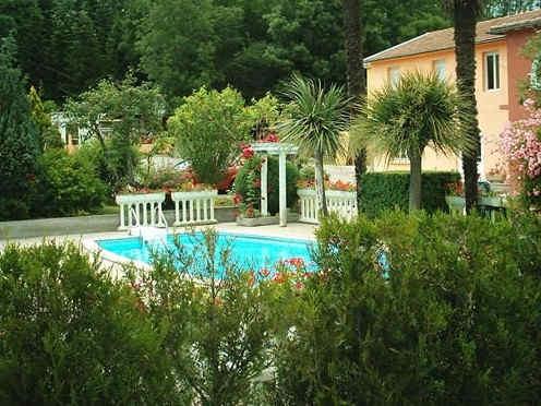 castel-d-olmes-piscine.jpg