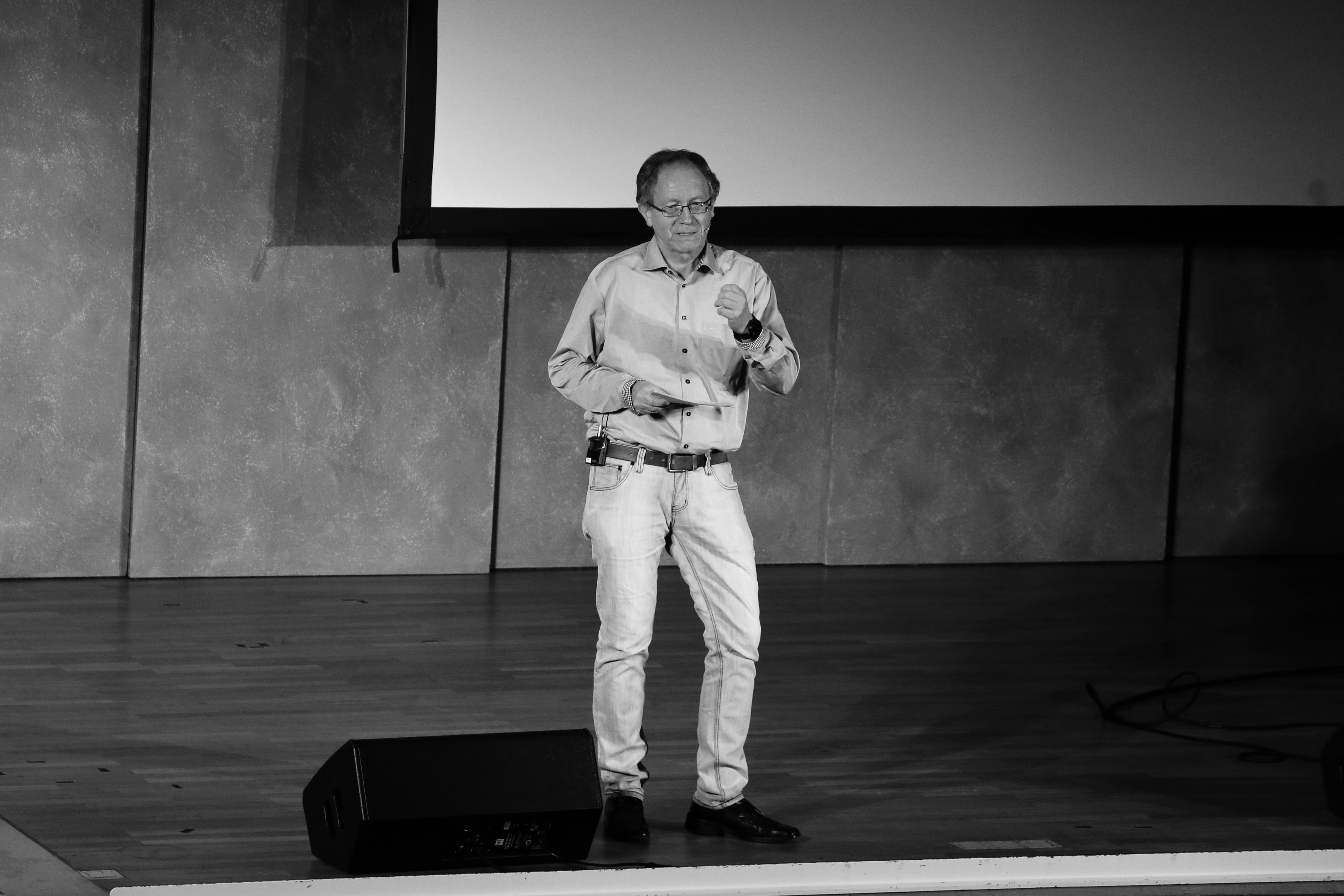 Pfarrer Opitz hält die Predigt