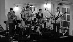 Die Band begleitet den Abend