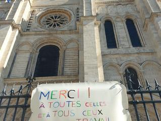 Un petit signe de la basilique pour un  soutien symbolique