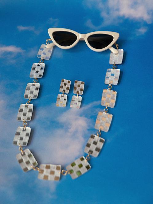 Checkerboard Chain