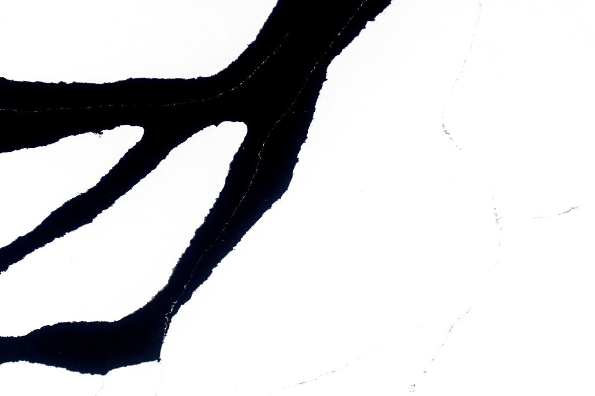 Ferrara-Black-(2).jpg