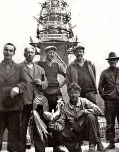1960 : Le coq de l'église du Pré d'Auge est remonté au clocher avec un flot de rubans