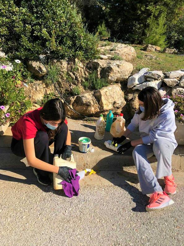 Margarita and Ines cleaning plastics