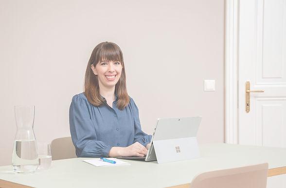 Hypnowriting und Hypnosystemische Coachin Ursula Neubauer freut sich auf die Kontaktaufnahme