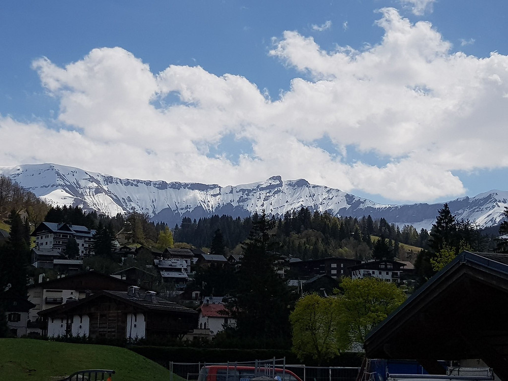 Swiss Alps, behind the racing system hired by motul.