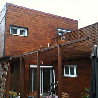 Création d'une extension dans la totalitéde l'étage plus une partie sur pilotis , réhabilitation de la maison existante