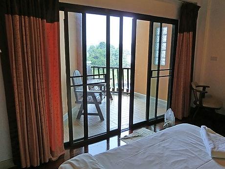 タイ,ホテル,ゲストハウス,観光,予約,部屋,シャワー,エアコン,写真,hotel,thailand,accommodation,โรงแรม,ที่พัก,ガーンチャナブリー,カンチャナブリー