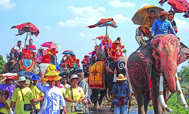 สุรินทร์,บวชนาคช้าง,หมู่บ้านช้าง,ตักบาตรบนหลังช้าง,出家,得度式,エレファントワールド,タートゥム,スリン,歴史,文化,観光,地図,祭り,行き方,イサーン,象使い,象の村,タークラーン,象祭り,シルク,カンボジア, アンコール,クメール,グーイ族,クイ族,スリンパクディ,遺跡,ラオス,出家,伝統,銀細工,シーコーラプーム,パノムルン,ガンタルム,地方,タイ,マニアック,ワンタル,วังทะลุ ,ประเพณี, วัฒนธรรม, ประวัติศาสตร์ , เทศกาล, ที่เที่ยว, ประเทศไทย