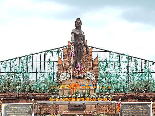 タイ,ランプーン,ランパーン,チェンマイ,北部,ラーンナー,地図,ハリプンチャイ,ジャーマテウィー,観光,行き方,旅行,寺院,交通,歴史,文化,ลำพูน,เชียงใหม่,バスターミナル,博物館วัดพระธาตุหริภุญชัย,พระนางจามเทวี,