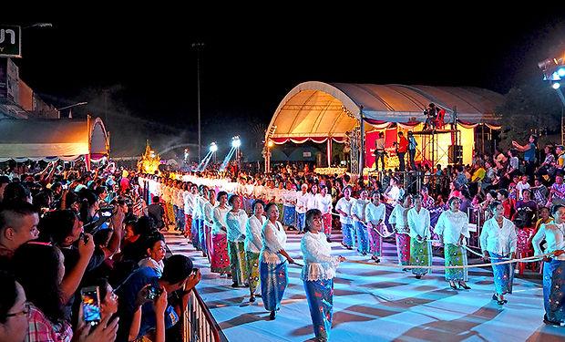 チャクプラ,スラタニ,スラーターニー,オークパンサー,出安居,パレード祭り,伝統,文化,歴史,オークパンサー,水上,観光,チャイヤー,タイ,南部,地図,行き方,パノムプラ,เรือพนมพระ,ชักพระ,托鉢,ノーラー,
