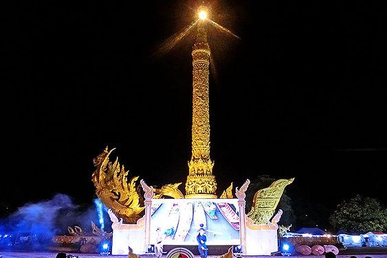 แห่เทียนเข้าพรรษา,อุบลราชธานี,ウボンラーチャターニー,歴史,文化,観光,地図,祭り,行き方,コーンチアム,イサーン,伝統,詳細,ラオス,東北,ろうそく祭り,メコン川,ムーン川,地方,タイ,ประเพณี,วัฒนธรรม,ประวัติศาสตร์ ,เทศกาล,ที่เที่ยว,ประเทศไทย,แผนที่,map,バスターミナル,パレード,プログラム,