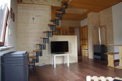 Salon Refuge et escalier vers mezzanine