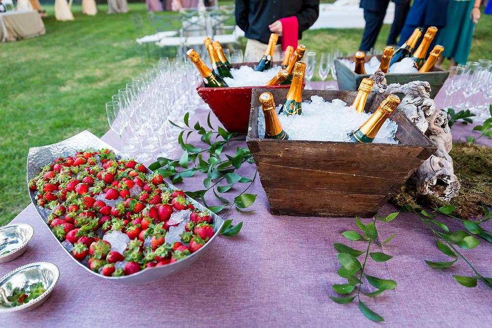 Mesa de champagne con fresas