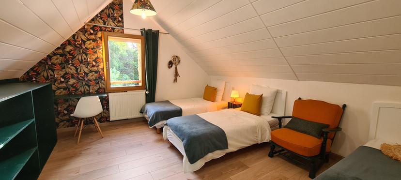Chambre 2ème étage - 3 lits simples