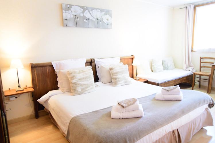 dormir dans un lit king size (180 cm)