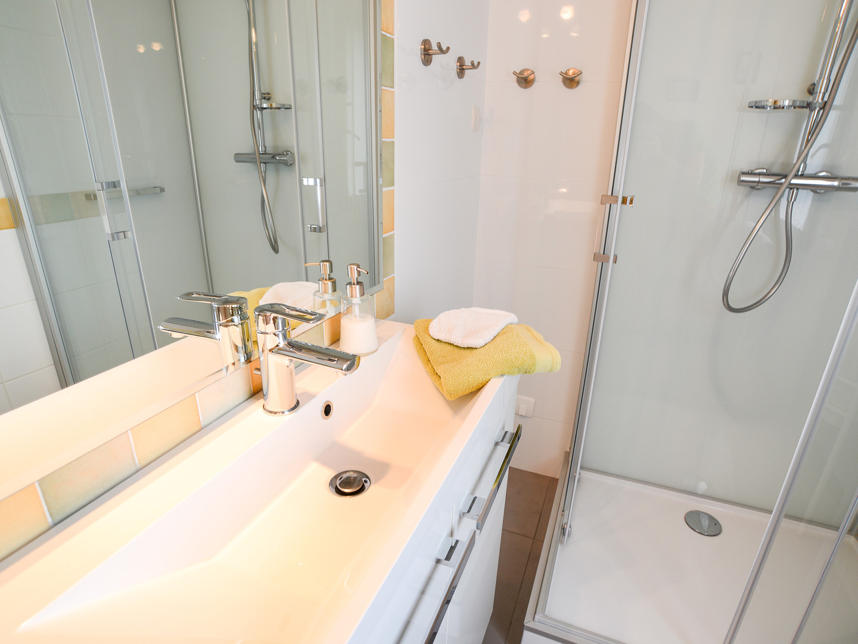 salle d'eau douche pluie 80 x 100 cm