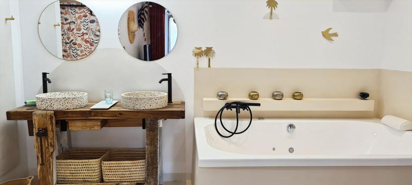 une baignoire  2 places pour un séjour Bien être
