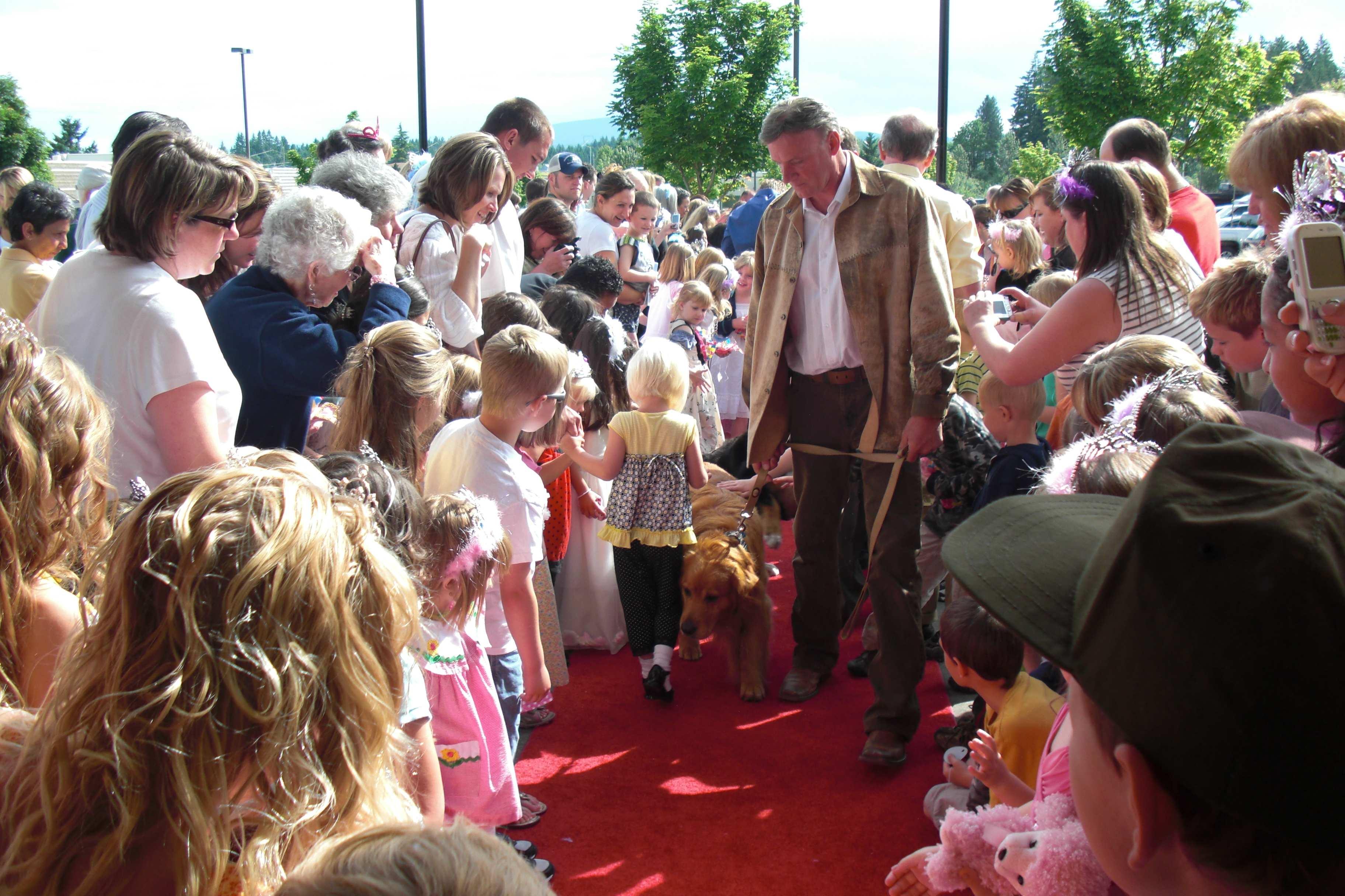 Champ arrives on the Red Carpet