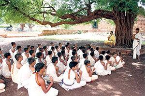 vedic-pandits-under-tree-300px.jpg